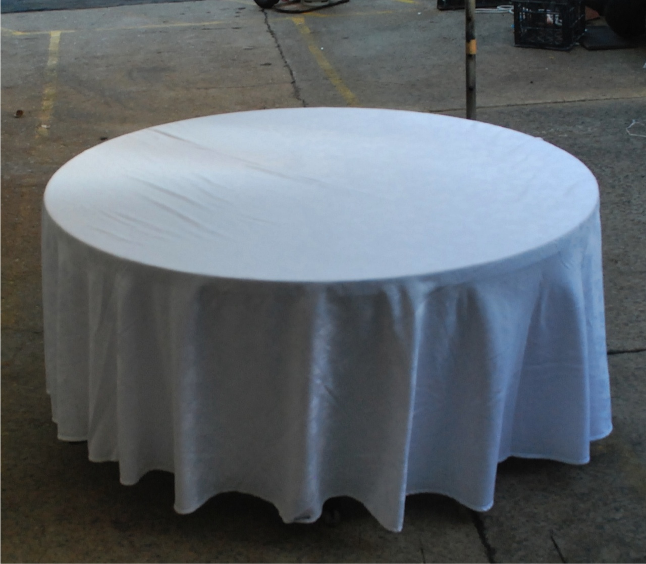 5ft Round Table with 9ft Table Cloth